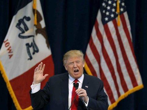 SELVSIKKER: Presidentkandidat Donald Trump føler seg stadig mer sikker på at han kommer til å vinne nominasjonsvalgene. Her taler han under et valgkampmøte i Pella i delstaten Iowa lørdag.
