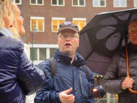 MØTTE TIL TV-DEBATT: Pegida-talsmann Max Hermansen, her fra en Pegida-marsj utenfor Rådhuset i Oslo, møtte norske muslimer til TV-debatt for første gang fredag.