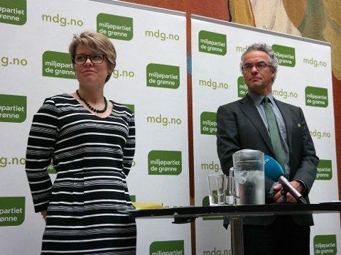 SKIFTE I LEDELSEN: Hilde Opoku og Rasmus Hansson på en pressekonferanse for Miljøpartiet De Grønne i Stortinget i mai 2015. Opoku går nå av som nasjonal talskvinne. Hun møter ikke på partiets landsmøte i Oslo denne helga på grunn av sykdomsforfall.