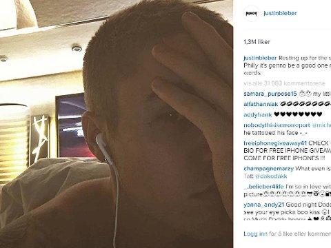 FEST: Bieber har lagt ut dagen derpå-bilde, der tatoveringen er synlig.