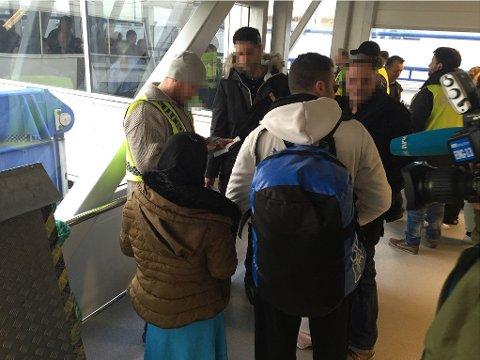 ID-sjekk av ferjepassasjerer ved Kiel-fergas ankomst i Oslo i november i fjor.
