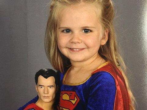 SUPERHLETER: Kaylieeann (3) elsker superhelter.