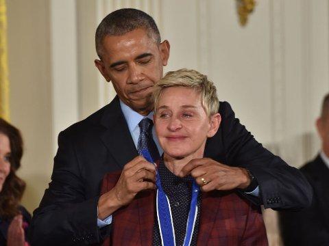 MEDALJE: Ellen DeGeneres er en av 21 kjente personer som mottok Medal of Freedom, den siste medaljen president Barack Obama delte ut som president.