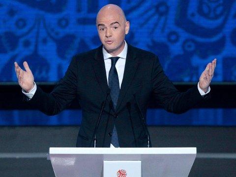 VIL UTVIDE VM: FIFA-president Gianni Infantino. Her avbildet under en tale i Russland forrige måned.