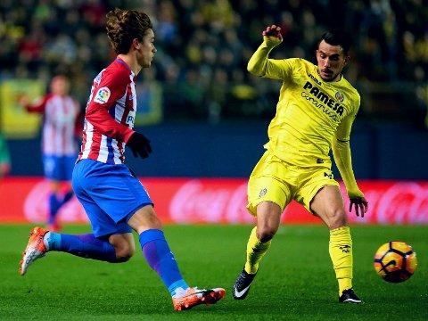 STOPPET OG PASSERT: Atletico Madrid og Antoine Griezmann (til venstre) hadde lite å stille opp med borte mot Roberto Soriano og Villarreal.