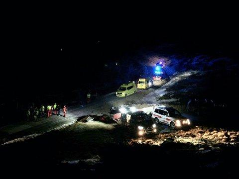 Klatreulykken skjedde på nordsiden av den 1.883 meter høye fjelltoppen. Lege, luftambulanse og mannskaper fra Røde Kors rykket ut til stedet.