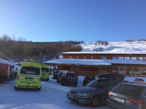 TO ULYKKER: Luftambulansen rykket ut to ganger til Vestvatn Alpinanlegg på lørdag.