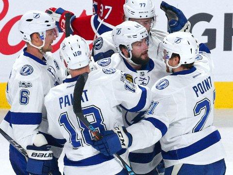 FORTSATT EN SJANSE: Nikita Kutsjerov (midten) og Tampa Bay Lighnting vant en helt nødvendig seier i Montréal.