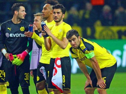 PÅKJENNING: Flere av Borussia Dortmunds spillere følte onsdagens utsatte Champions League-kvartfinale ble spilt for tidlig etter terrorangrepet mot spillerbussen deres. Fra høyre kaptein Sokratis Papastathopoulos, Nuri Sahin og Pierre-Emerick Aubameyang