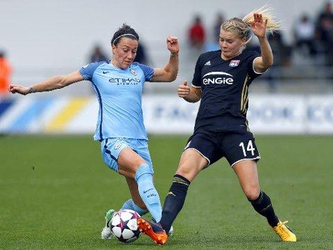 ET STEG FORAN: Ada Hegerberg og Lyon har en solid ledelse over Manchester City og Lucy Bronze etter lagenes første semifinalekamp i damenes Champions League.
