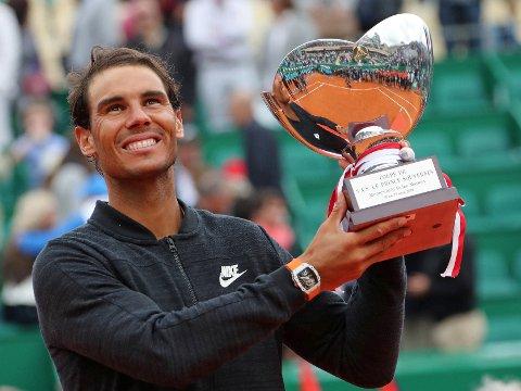IGJENOG IGJEN: Rafael Nadal er en svært vanskelig mann å stoppe i Monte Carlo. Søndag satte spanjolen nye rekorder i turneringen.