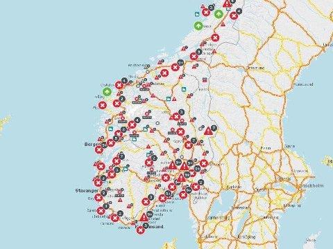 FULL OVERSIKT: På Statens vegvesens interaktive kart kan du se de siste trafikkmeldingene og en oversikt over stengte veier. Dette skjermbildet viser situasjonen i Sør-Norge torsdag ettermiddag.