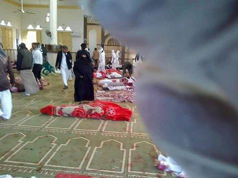 MANGE DØDE: Angrepet fant sted under fredagsbønnen i en moské i al-Rawda om lag 40 kilometer fra provinshovedstaden El-Arish. En bombe gikk av, og deretter åpnet væpnede opprørere ild mot forsamlingen før de forsvant fra stedet.