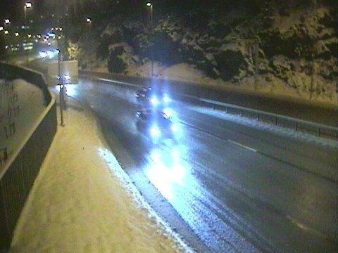 Underkjølt regn skaper store trafikale problemer over hele Sør-Norge mandag morgen. Illustrasjonsfoto