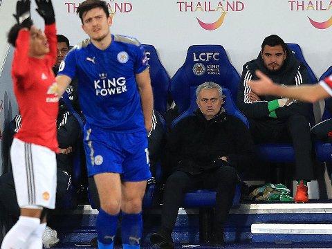 FORSMEDELIG: Frustrasjonen var stor hos Manchester United-manager José Mourinho etter poengtapet mot Leicester og Harry Magiure (blå drakt).