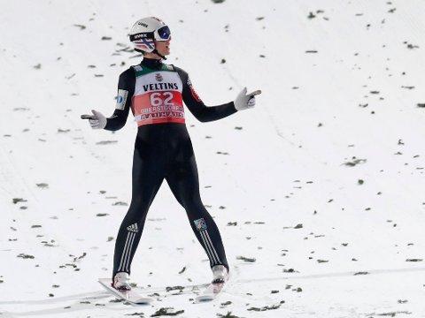 SVEVDE TIL BUNNS: Johann André Forfang hadde all grunn til å være tilfreds med i kvalifiseringen i Oberstdorf før åpningsrennet i hoppuka.