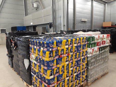 ØL, ØL OG MERE ØL: Alkoholholdige varer smugles i stor skala over grensen. Dette beslaget er på 44.000 liter og ble stoppet i desember i 2017.