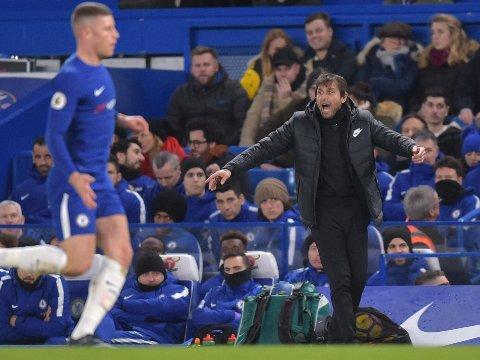 FRUSTRERENDE TID: Jobben til Chelsea-manager Antonio Conte henger angivelig i en tynn tråd.