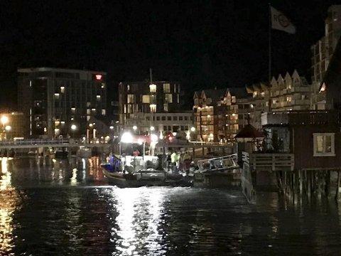 To personer omkom i flystyrten ved Svolvær søndag kveld. Redningskøyta som deltok i redningarbeidet ligger til kai i Svolvær.