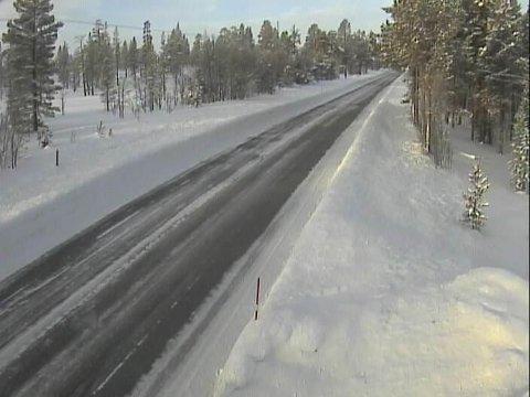 I disse traktene i Hedmark er det skikkelig kaldt mandag morgen. På Drevsjø krøp gradestokken ned i 32,5 minusgrader. Bildet er fra riksvei 26 ved Skarven.