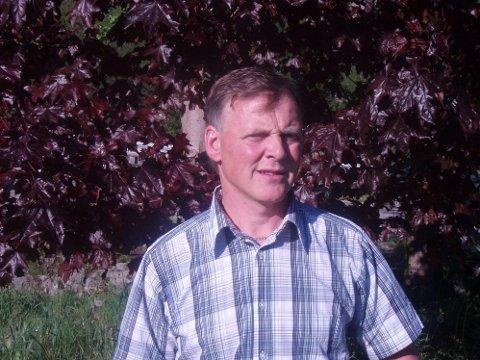 Ordfører i Marnardal kommune, Helge Sandåker (bildet) fra Arbeiderpartiet fikk enstemmig igjennom å gi rådgiver (og eks-ordfører) Hans Stusvik tilnærmet millionlønn for å jobbe en dag i uka frem til juni 2020.