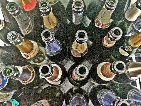 Nærmere 40 flasker musserende ble smakt i forkant av slippet.