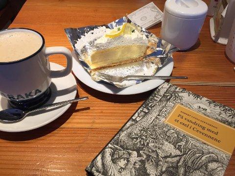 Husk å rasjoner kaffen, ikke trøstespis for mange kaker og tenk godt i gjennom hvilken bok du skal lese (Foto: Baard Fiksdal)