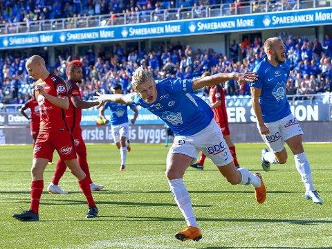HOLDES I SNØRET? Molde og trener Ole Gunnar Solskjær ser ut til å beholde Erling Braut Håland (foran) ut sesongen. Det kan være den viktigste «handelen» denne sommeren, mener fotballekspertene.