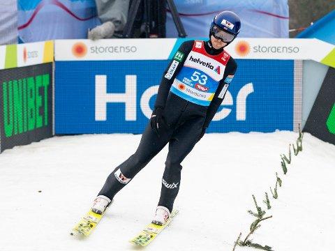 UTE AV LAGET: OL-vinneren fra 2014, Jørgen Graabak har ikke fått det til under kombinerthoppingen i Innsbruck.