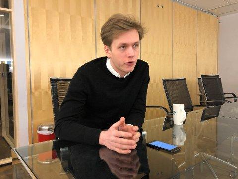 KRITISK: Unge Venstres leder Sondre Hansmark er kritisk til Venstres prioriteringer, og mener det må bli slutt på intern krangling i partiet.