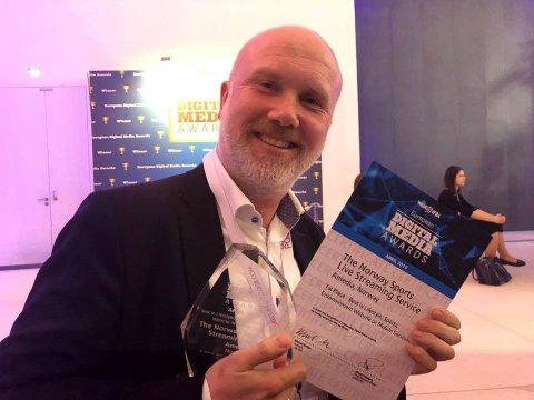 VANT PRIS: Tord Eilert Selmer-Nedrelid tok imot prisen da Direktesport gikk til topps i sin kategori i European Digital Media Awards 2019.