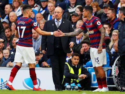 SCORET IGJEN: Ayoze Pérez (til venstre) er brennhet foran målet for Rafael Benítez' Newcastle, men måtte dessverre ut med skade etter lørdagens fulltreffer.