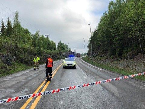 SPERRET: Riksveg 4 ved Mohagen ble stengt etter dødsulykken tirsdag morgen.