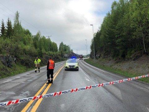 SPERRET: Riksveg 4 ved Mohagen ble stengt etter dødsulykken tirsdag morgen. Foto: Jørn Haakenstad (Hadeland)