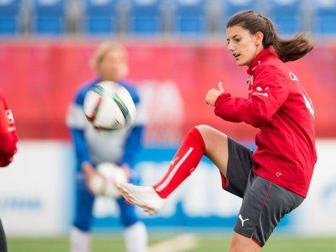 OMKOM: Landslagspilleren Florijana Ismaili fra Sveits er funnet død etter et omfattende søk i Comosjøen nord i Italia. Bildet er fra VM-sluttspillet i Canada i 2015.