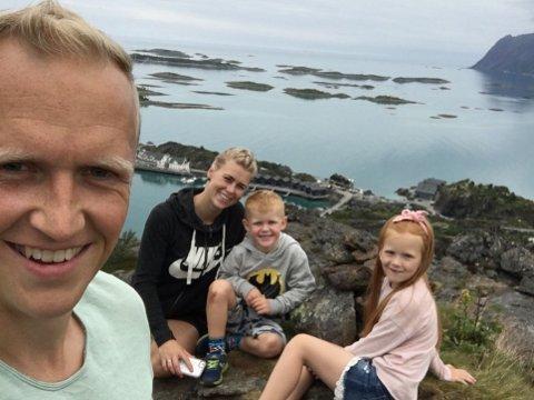 GLEDER SEG: Familien på fire er en aktiv familie og glad i å bruke naturen. Denne uka starter de på sommerferie de sannsynligvis sent vil glemme. Fra venstre Benjamin Reite, Linn Urke, Trym og Tiril.