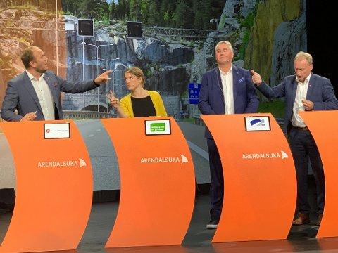 BOMPENGEDEBATT: Samferdselsminister Jon Georg Dale (Frp) gikk til angrep på byrådsleder Raymond Johansen i Oslo under en bompengedebatt i Arendal tirsdag ettermiddag. MDGs talsperson, Une Aine Bastholm, deltok også engasjert i debatten.