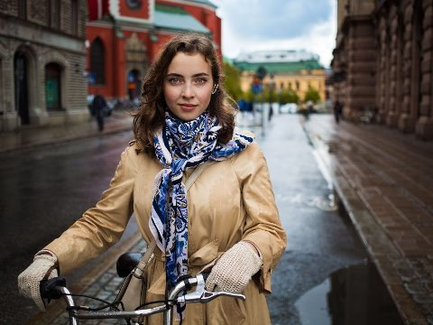 Stockholm, Sverige: Emilia hadde egentlig hastverk, men tok seg tid til å stoppe i et par minutter for å bli avbildet.