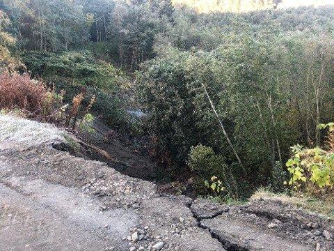 JORDRAS: Dette bildet, som viser jordraset i Melhus, har politiet delt på Twitter.
