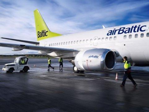 Mannen var sterkt beruset og aggressiv da han tvang seg ombord i et AirBaltic-fly på vei til Riga.