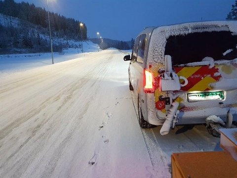 SNØDEKTE VEGER: Statens vegvesen påpeker at det er viktig med vinterdekk når du skal ut og kjøre i helgen.
