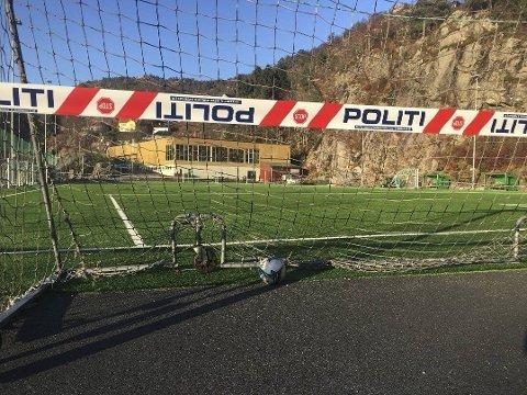 DØD: En person er funnet død like ved Stemmemyrshallen i Sandviken.