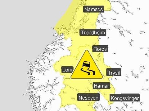 SVÆRT GLATT: Meteorologisk institutt fredag formiddag ute og advarer for underkjølt regn i flere fylker i Sør-Norge og Midt-Norge.