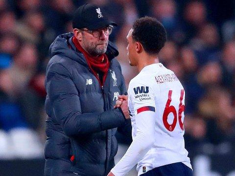 TRIUMFFFERD: Liverpool-manager Jürgen Klopp og Trent Alexander-Arnold hadde hellet med seg som unngikk mål imot. Laget hadde uansett små problemer med å sikre tre nye poeng