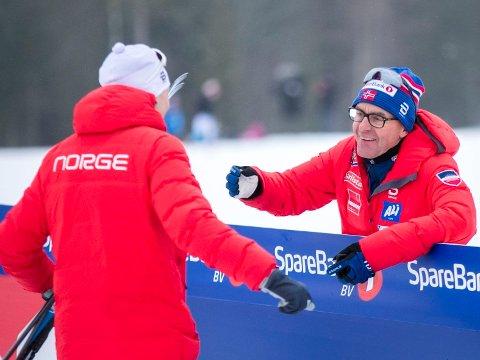 GLADE GUTTER: Norgesmester Finn-Hågen Krogh og trener Arild Monsen etter 15-kilometeren i fri teknikk på Konnerud.