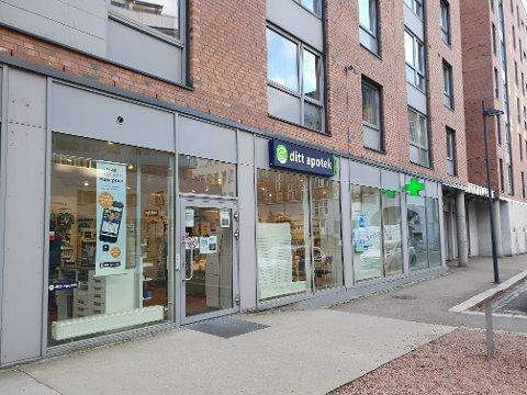 SKAL VÆRE SMITTET: På dette apoteket i Kværnerbyen i Oslo fikk de torsdag en kunde som sa han/hun var smittet av koronaviruset.