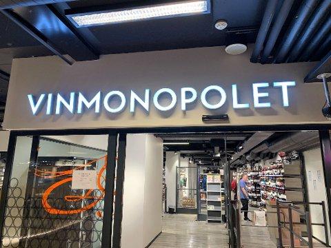 ÅPENT LENGER: Innstillingen om Vinmonopolets åpningstider ble behandlet på Stortinget tirsdag og onsdag.Illustrasjonsfoto.