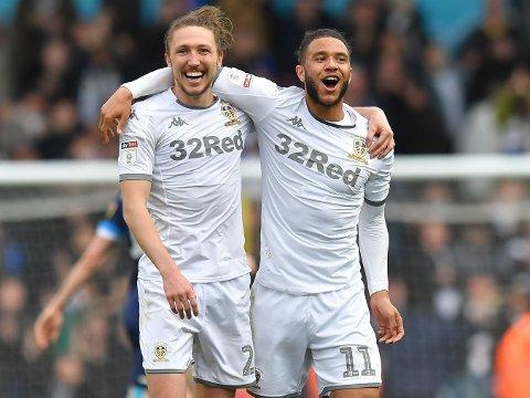 SKAL OPP: Leeds United, her representert av Luke Ayling (til venstre) og Tyler Roberts tidligere i sesongen, kan slippe jubelen løs for alvor.