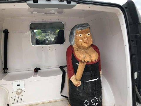 STJÅLET: Trollkjerringa på 100 kilo ble stjålet og fraktet til nabokommunen mitt på natta.