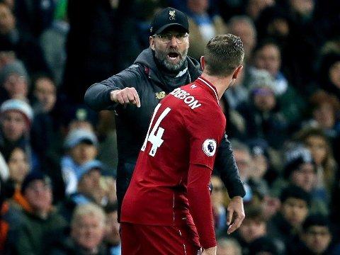 SKAL FORSVARE TITTELEN: Liverpool-manager Jürgen Klopp og hans kaptein Jordan Henderson.